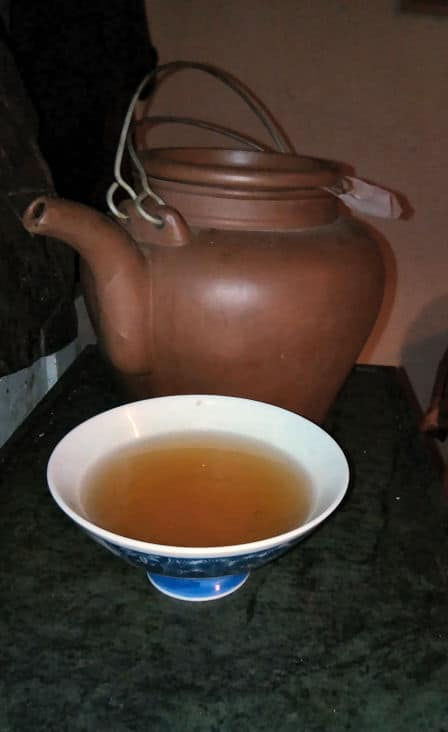 Lapacho Tee auf dem Ofen - der Tee hat eine reinigende Wirkung.