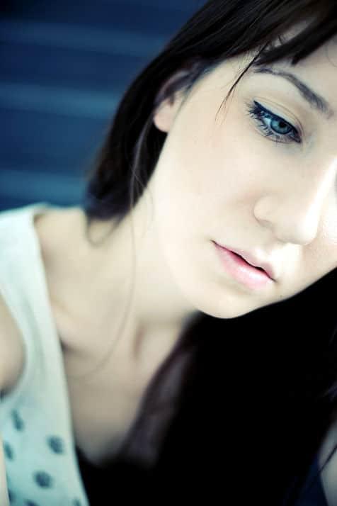Sprödes Haar kann einem schon Kummer machen, man und vor allem Frau wird es besonders liebevoll pflegen.
