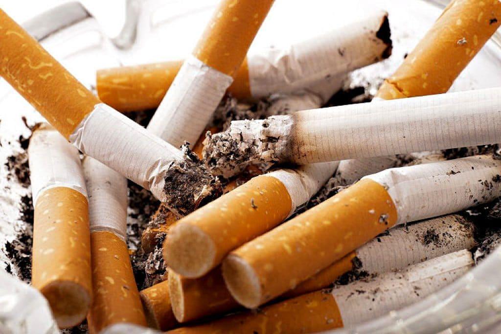 Ascher voller Zigaretten Stummel - ganz schön eklig