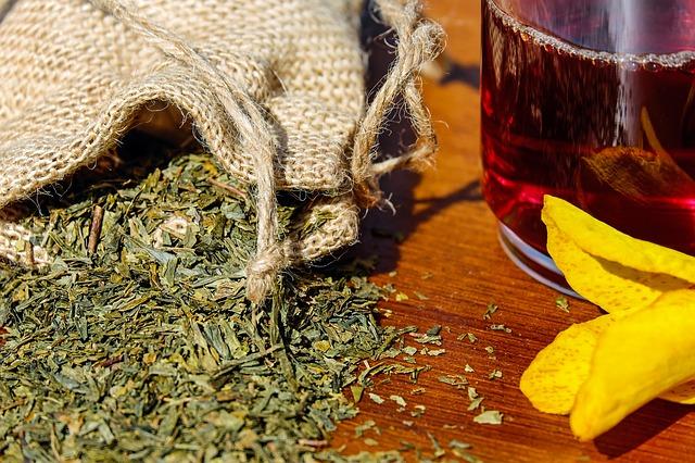 Beruhigender Tee hilft gegen Sodbrennen und auch bei Kopfschmerzen