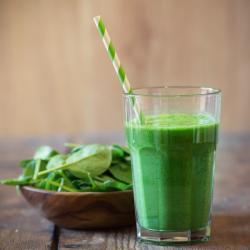 spinat grüner Smoothie aus Spinat