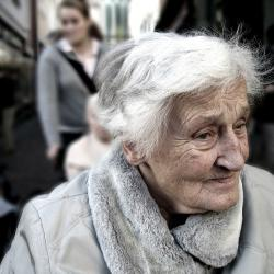 Künstliche Ernährung in flüssiger Form ist oft auch für alte und für demente Personen wichtig.