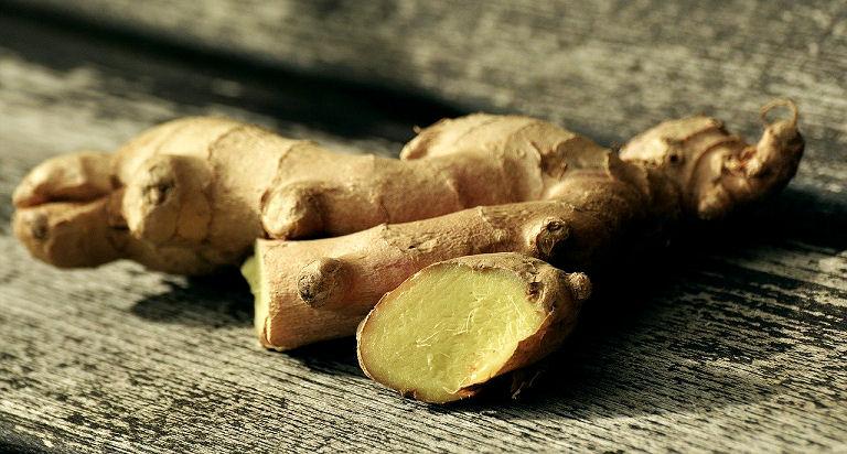 Die Wurzel des Ingwer hat eine wohltuende Wirkung bei Übelkeit und Erkältung.
